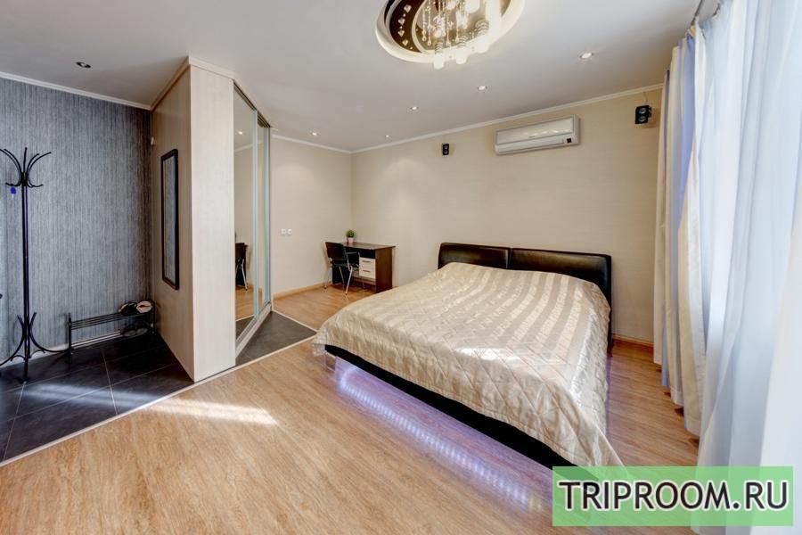 1-комнатная квартира посуточно (вариант № 208), ул. Российская улица, фото № 1