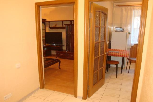 2-комнатная квартира посуточно (вариант № 4475), ул. Челюскинцев улица, фото № 2