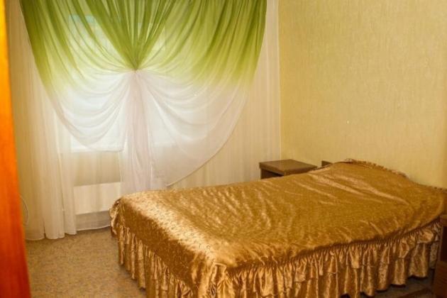 3-комнатная квартира посуточно (вариант № 3462), ул. Дзержинского улица, фото № 1