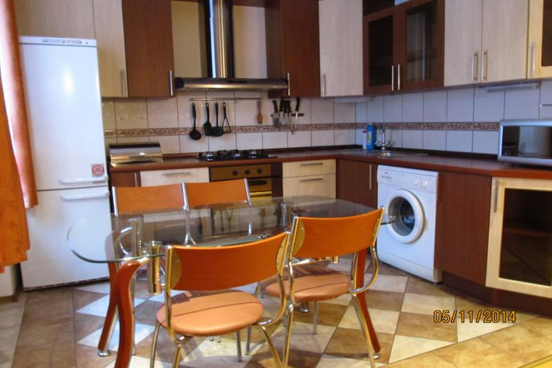 2-комнатная квартира посуточно (вариант № 437), ул. Коммунистическая улица, фото № 3