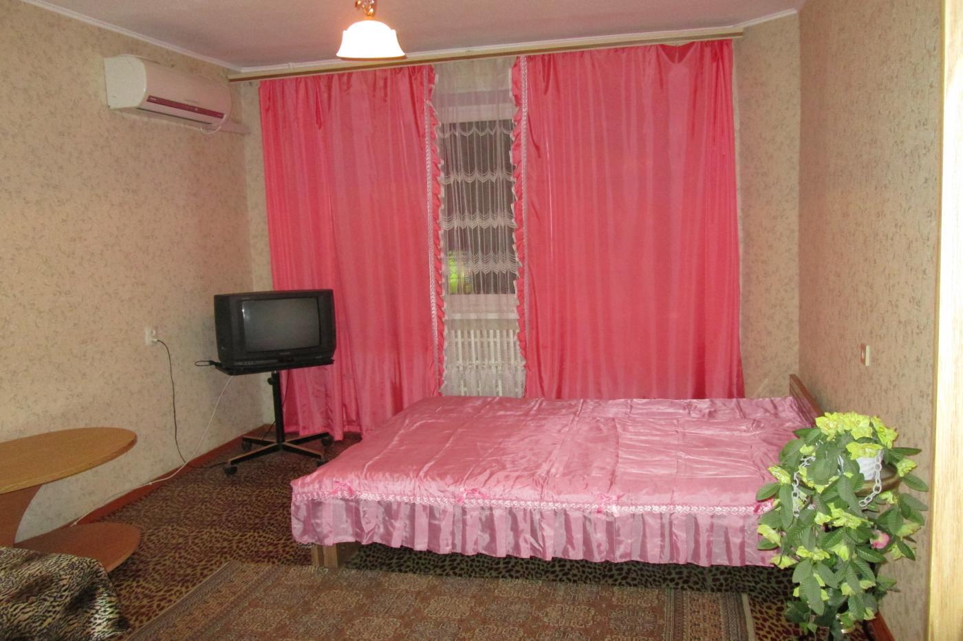 1-комнатная квартира посуточно (вариант № 1935), ул. 8-й Воздушной Армии улица, фото № 1