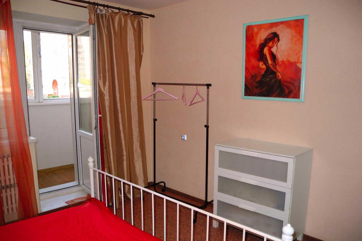 3-комнатная квартира посуточно (вариант № 3878), ул. Революции 1905 года улица, фото № 6