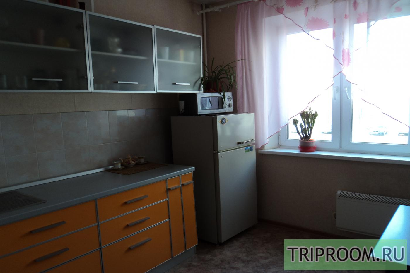 1-комнатная квартира посуточно (вариант № 9346), ул. Братьев Кашириных улица, фото № 2