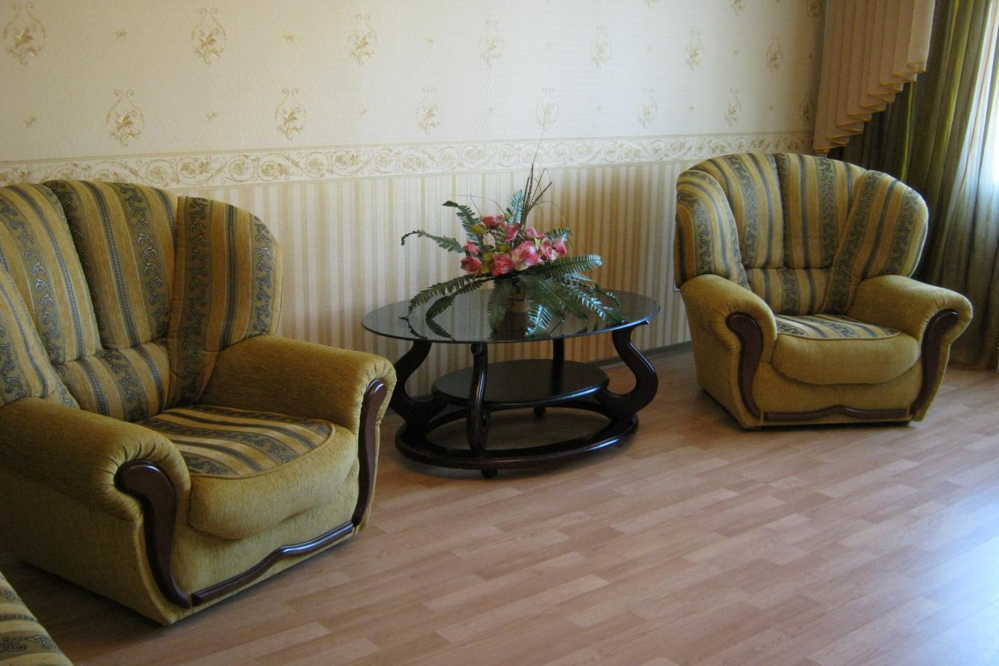 3-комнатная квартира посуточно (вариант № 1546), ул. Героев Сталинграда проспект, фото № 1