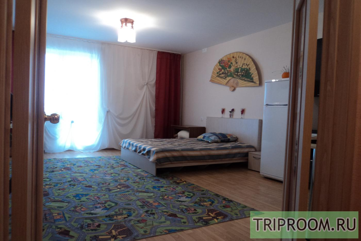 1-комнатная квартира посуточно (вариант № 8988), ул. Братьев Кашириных улица, фото № 2