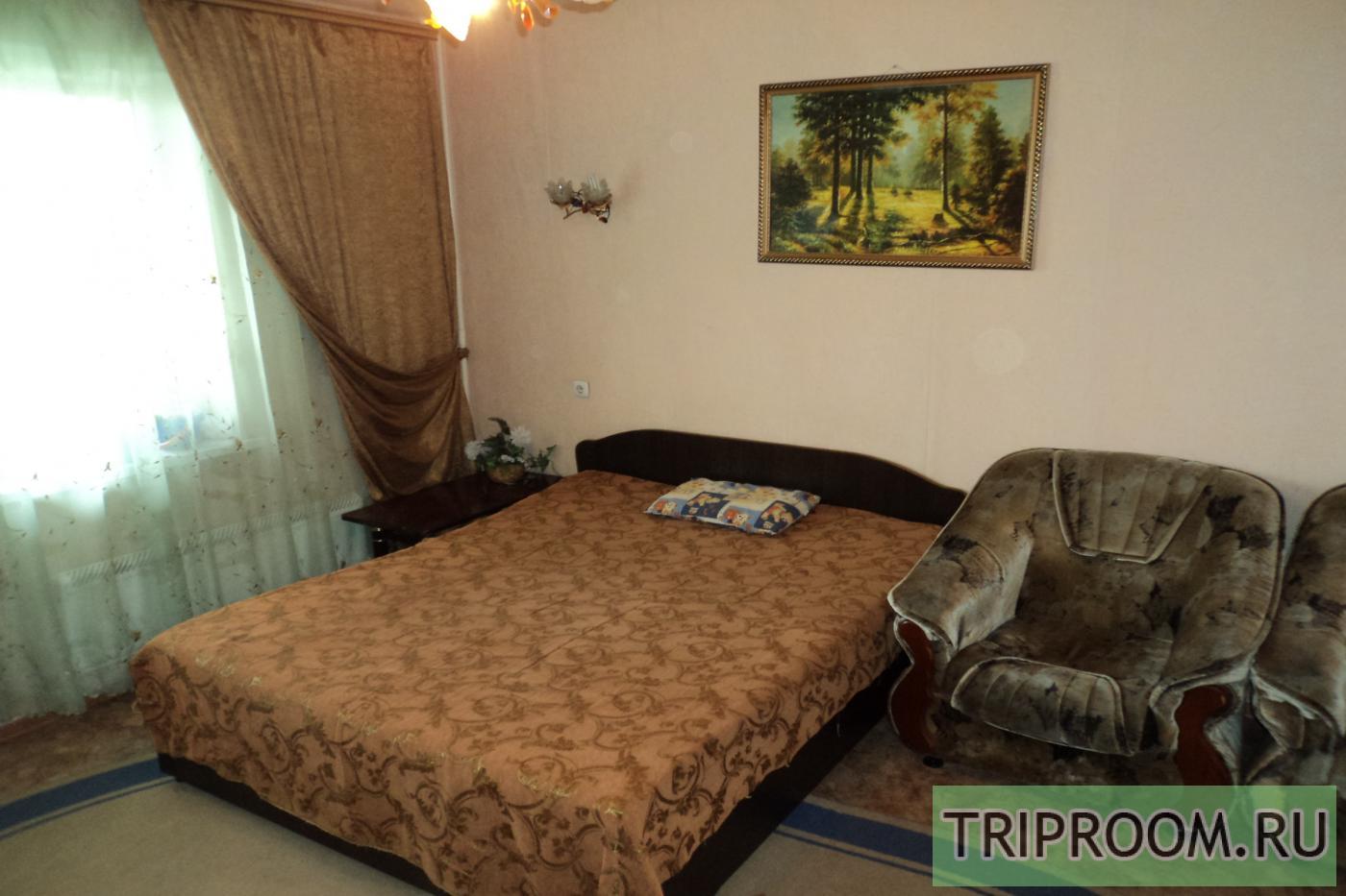 1-комнатная квартира посуточно (вариант № 9346), ул. Братьев Кашириных улица, фото № 1