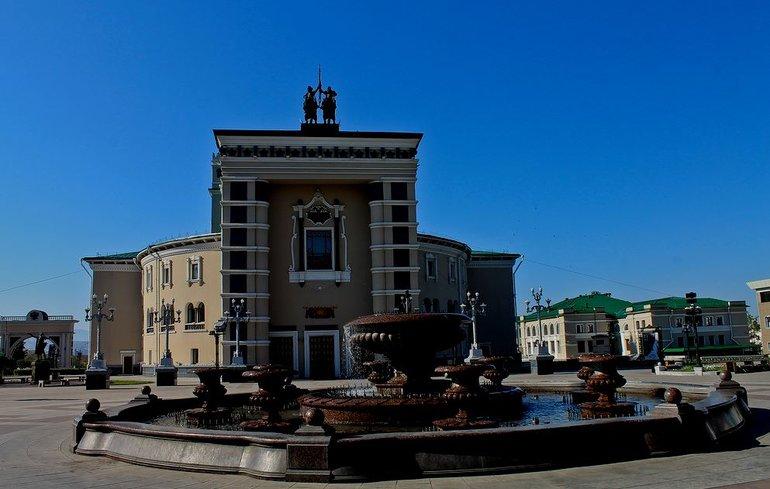 Колоритная Театральная площадь