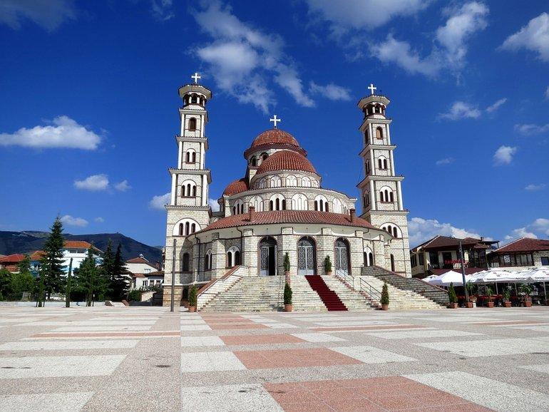 Албания из Москвы