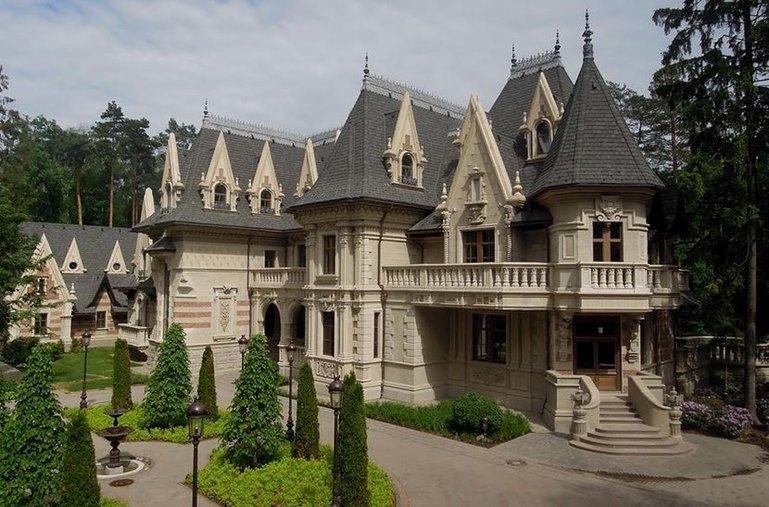 дом-замок в Санкт-Петербурге