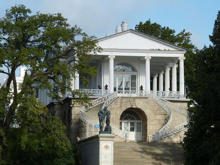 дворцы питер