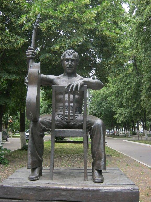 памятник Высотского в Воронеже